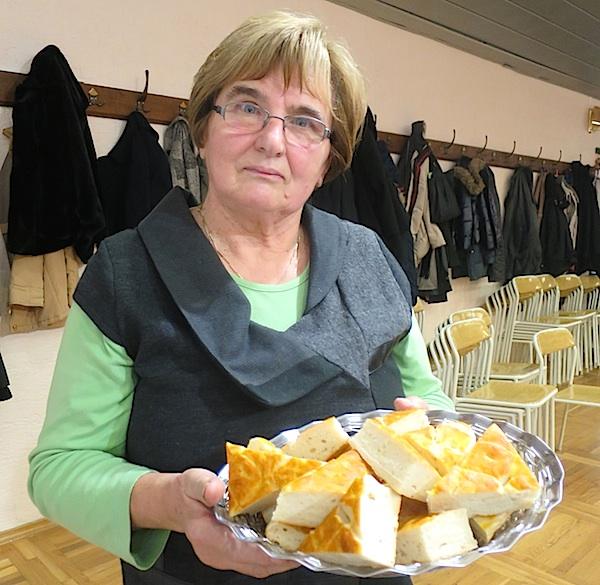 Gospođa Janica sa svojom zavičajnom pogačom (Fotografija Božica Brkan / Oblizeki)